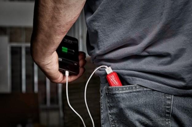 Photo 4 of 48-59-2013 : Milwaukee REDLITHIUM USB Charger & Portable Power Source Kit